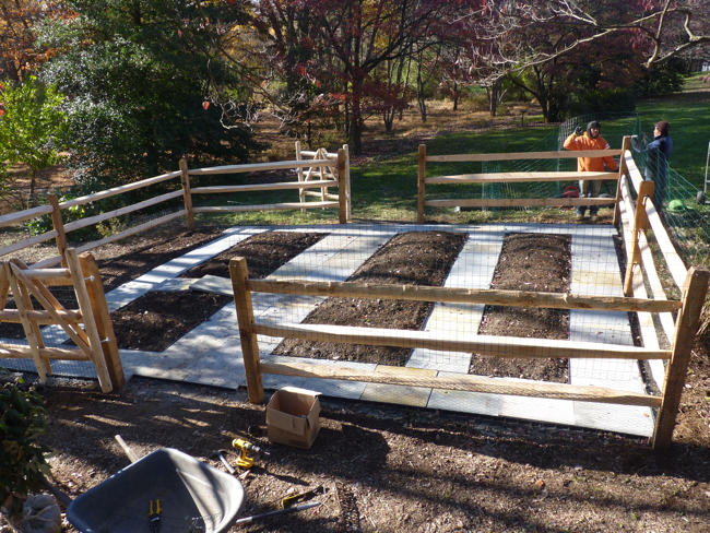 Fences fence installation vegetable gardens 4 u for Building a fence around a garden